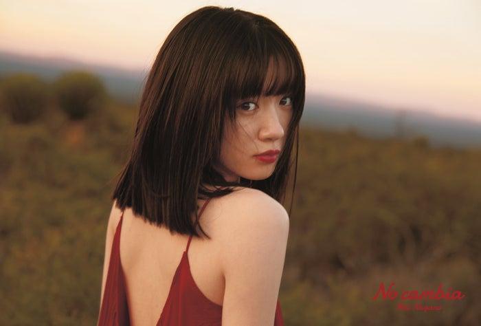 永野芽郁展现透明感的美腿 被美背吸引目光的写真集《No cambia》