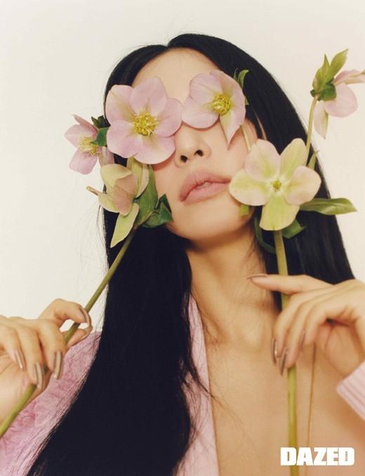 韩艺瑟公开魅力十足的写真 表示时尚是表现我的艺术