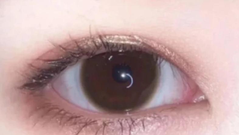 心理测试:哪只眼睛正在笑?测测看有没有异性正在爱着你,超准!