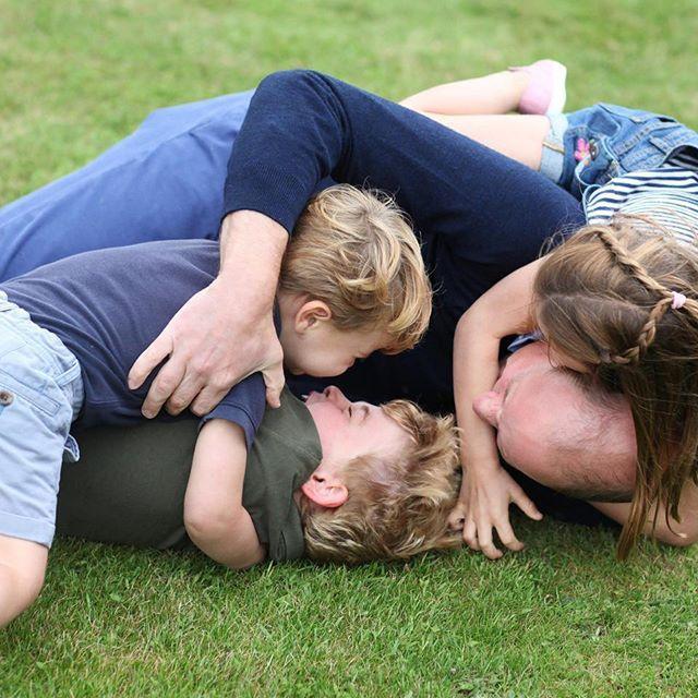凯特王妃威廉王子生日与孩子们合影