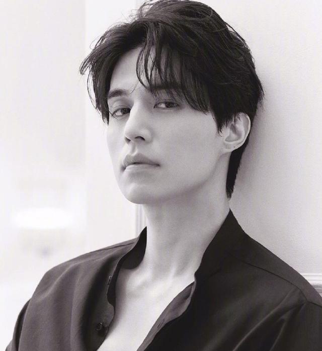 李栋旭:男生的侧颜可以有多帅?