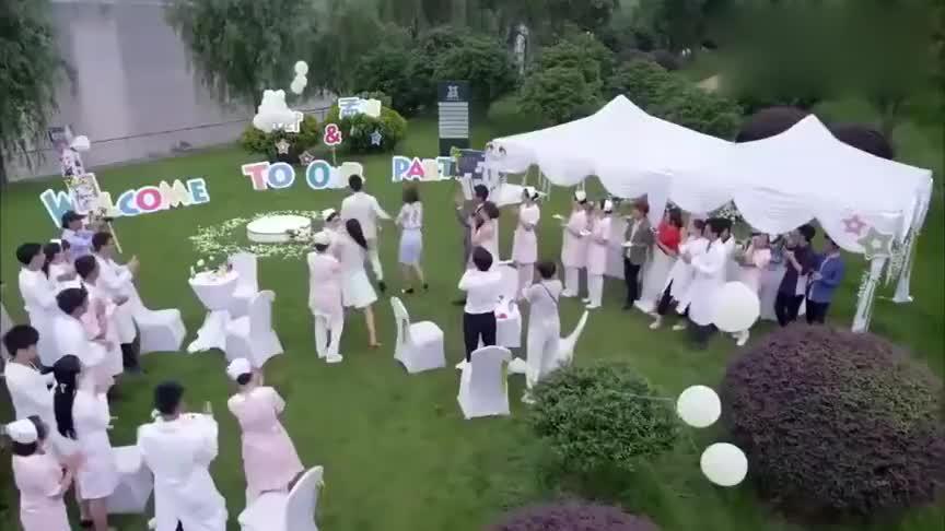杨医生太给力,朋友婚礼竟向叶紫求婚,众人看呆了