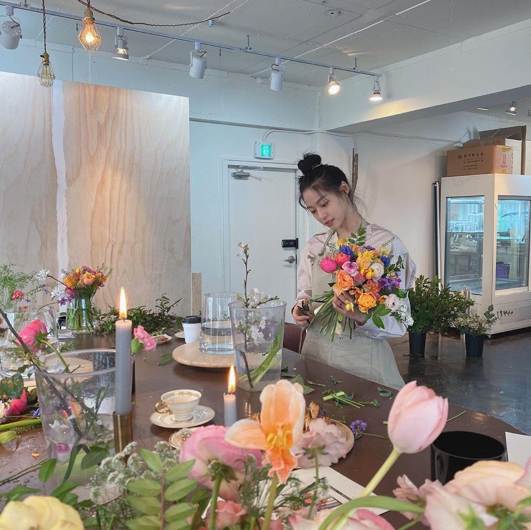 AOA金雪炫沉迷于插花!像写真集一样公开美丽幸福的时刻