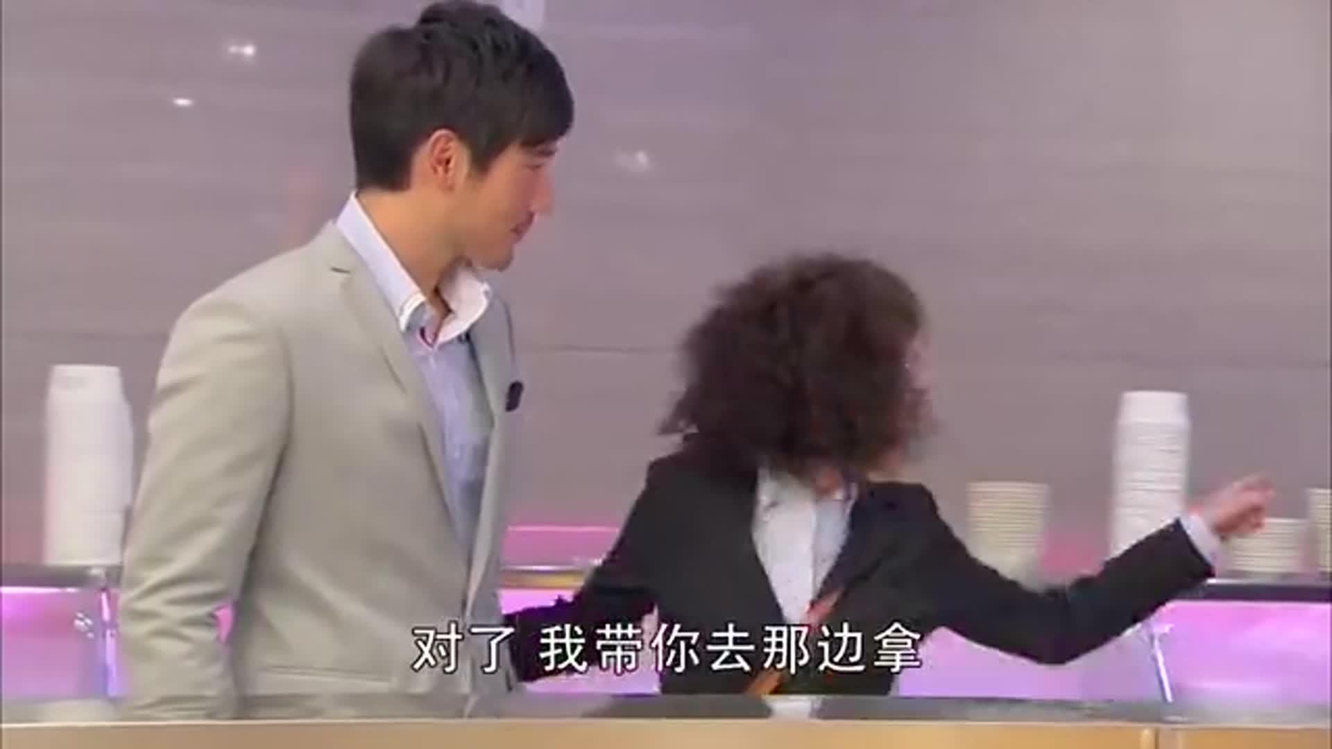 遇见王沥川:两人在餐厅偶遇,小秋的一举一动,让沥川哭笑不得
