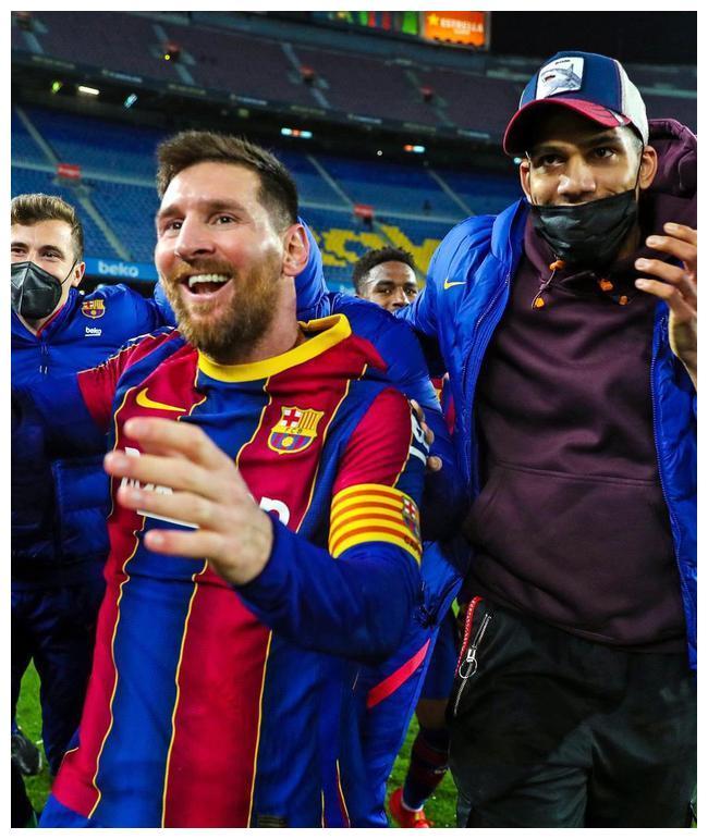 巴萨大比分逆转塞维利亚 梅西没进球却高兴得像个孩子跳起来庆祝