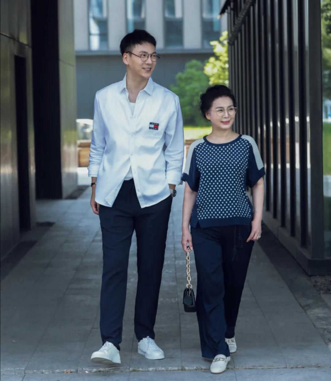妈妈们也要时尚过夏季,这些妈妈级的博主真会穿,不仅减龄还高级