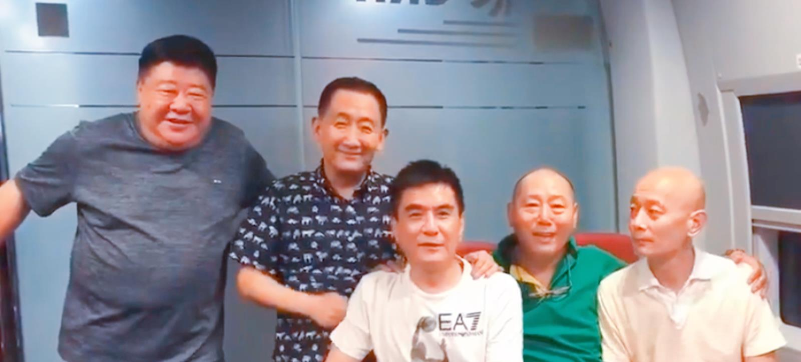"""5位实力派演员同框,李成儒惹争议,""""西门庆""""坐C位葛优消瘦"""