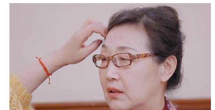 张铎妈首次夸奖陈松伶,想要缓解婆媳关系,儿媳回应5字让她黑脸