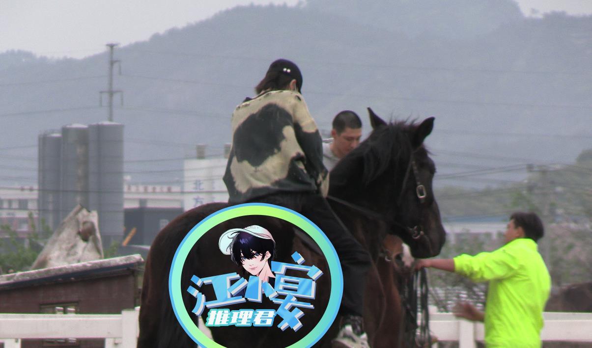 朱正廷练习骑马好认真