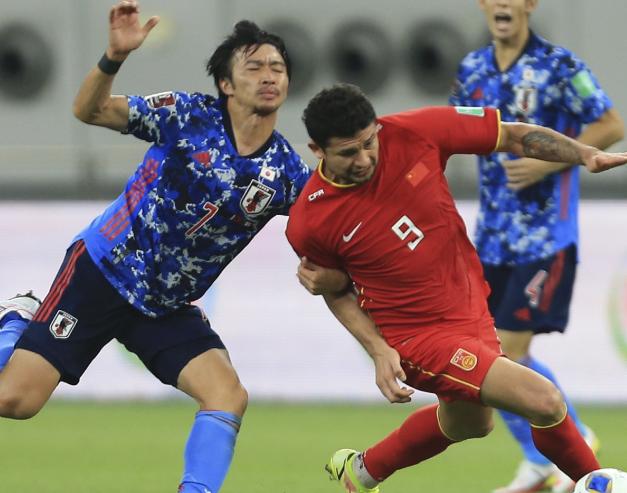 国足小负日本队后被越南嘲讽,李铁如何应对才能获首胜