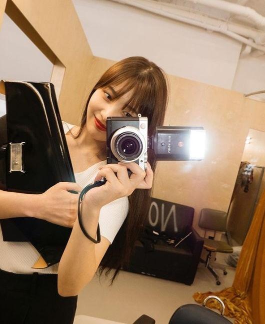 Red VelvetJoy朴秀荣公开可爱的近况 利用镜子的自拍的致命魅力