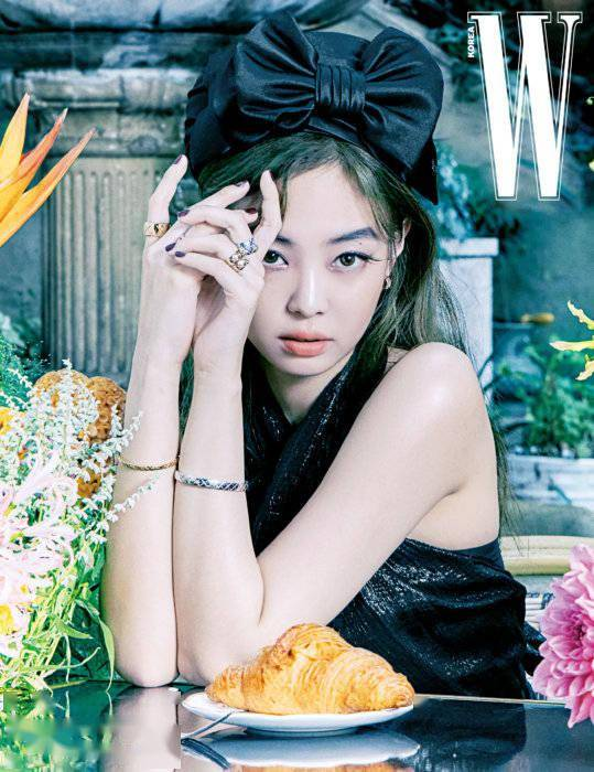 Jennie金智妮妖艳魅惑复古风十足写真 展现前所未有成熟魅力
