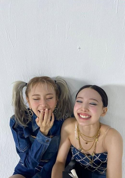 TWICE娜琏和彩瑛公开可爱笑容近况照自拍