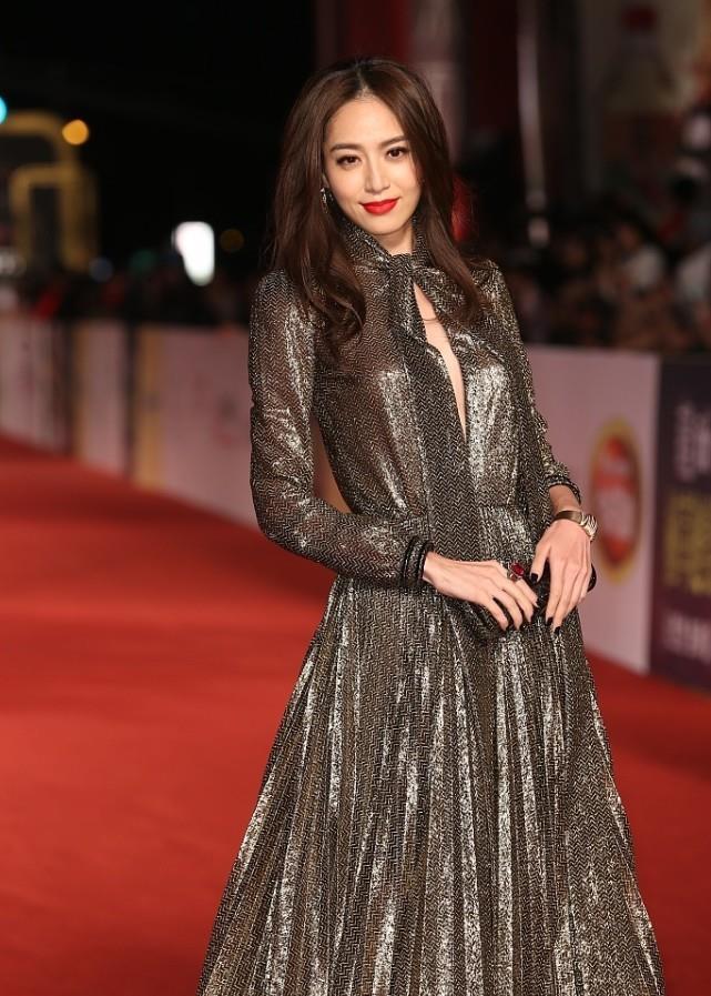 根据围度选裙子,白歆惠和张梓琳穿同款礼裙,身材差别挺明显