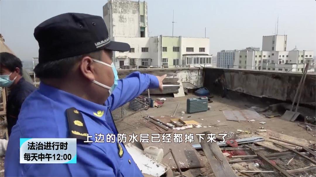 北京这个小区楼顶的鸽子棚终于被拆掉了