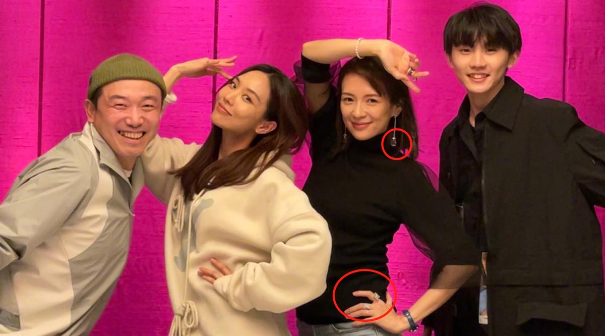 章子怡晒团队成员合照 珠宝耳环成功吸引了人们注意力