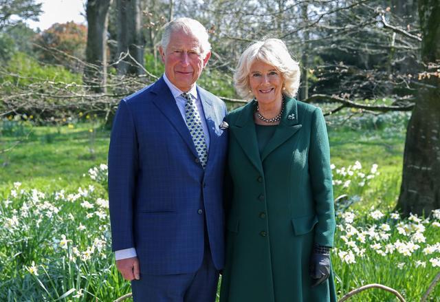 查尔斯王子和卡米拉·帕克·鲍尔斯正在自我隔离在伯克霍尔别墅里