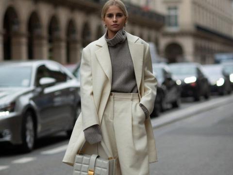 今年冬天试试保暖又能显脸小的堆堆领毛衣吧!时尚好搭,还显气质