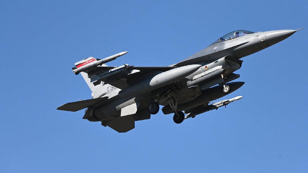ACE21演习期间一架美国空军F-16战斗机在瑞典的Kallax空军基地升空。