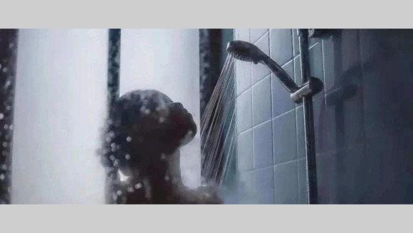 【法治热点早知道】疑偷看女室友洗澡被发现,男子从18楼坠落身亡,家属讨说法!法院判了