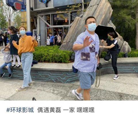 黄磊孙莉带娃游玩被偶遇 4岁小儿子正脸曝光眉眼超像妈妈