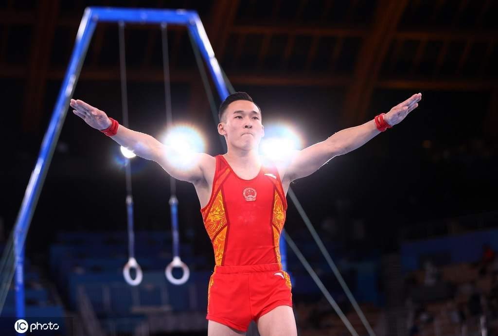 中国体操队副领队回应:因结束后没向裁判示意被扣分