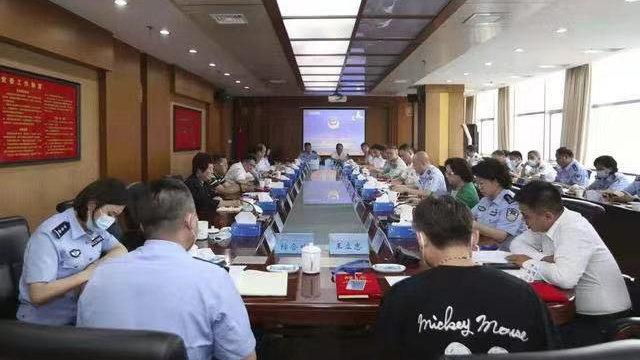 石家庄市公安局聘任23名110监督员 燕赵都市报记者在列