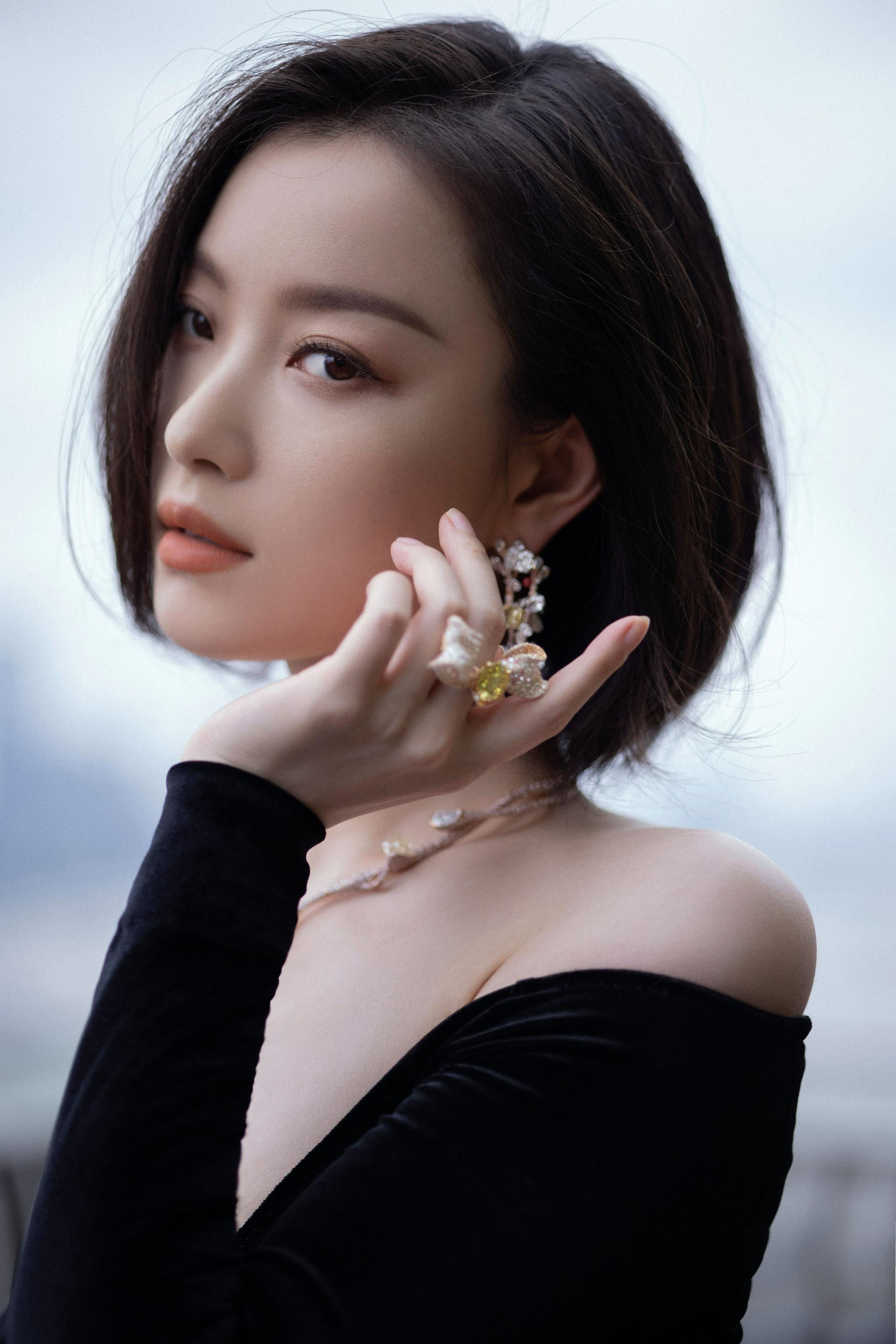 出席CINDY CHAO艺术珠宝大师展……