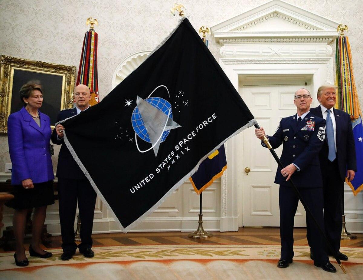 指责完中俄后美军承认:我们在发展天基定向能武器