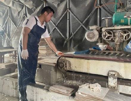 19岁准大学生每天搬砖数千斤!他的愿望让人心疼…