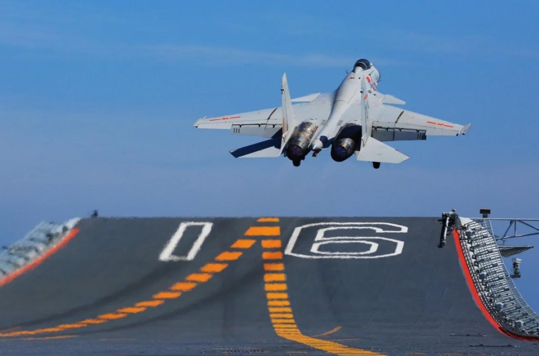 美媒:歼-15舰载机项目出现实质进展,中国选择它有先见之明!