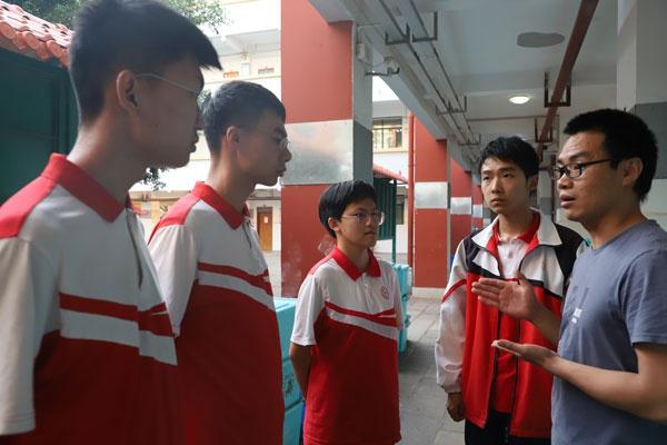 建水实验中学党员教师风采录 春风化雨润桃李