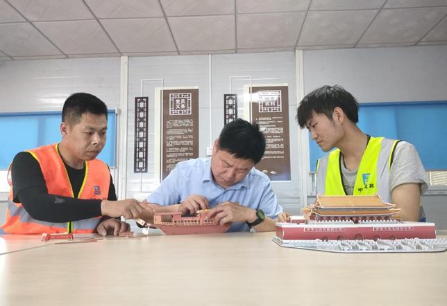 """中建三局北京公司大兴西红门项目开展""""学党史,拼红船""""主题党日活动"""