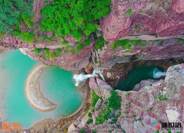 河南云台山雨季后现新景观 瀑布冲出月牙湾