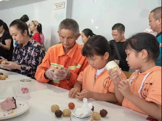 四川简阳市总工会开展新就业群体、户外劳动者情满中秋专场活动