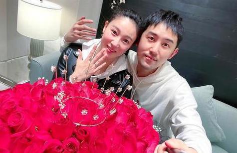 演员毛毅与侯梦莎领证结婚男方曾出演《三十而已》