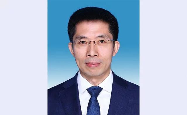 国务院任命电气领域知名教授曾嵘为清华大学副校长