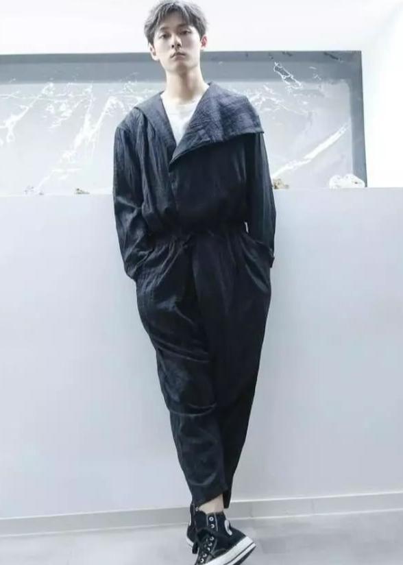 耿直男孩张雨剑私服穿搭来袭,绅士优雅阳光帅气,潮流感十足
