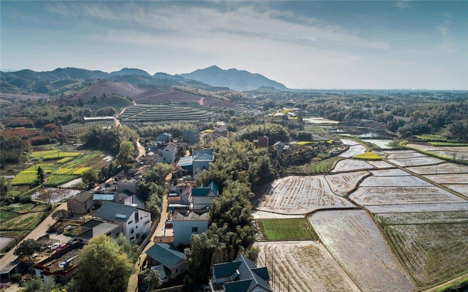 一栋在浙江省龙游县后山头村里的民宅