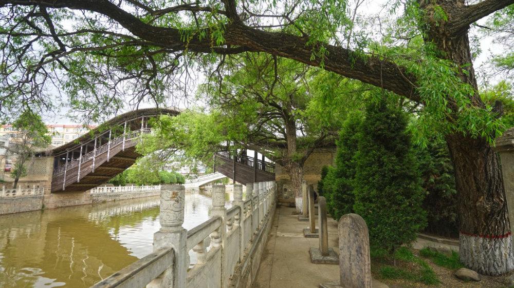 甘肃县城里的这座古桥,国内绝无仅有,左宗棠为其题匾