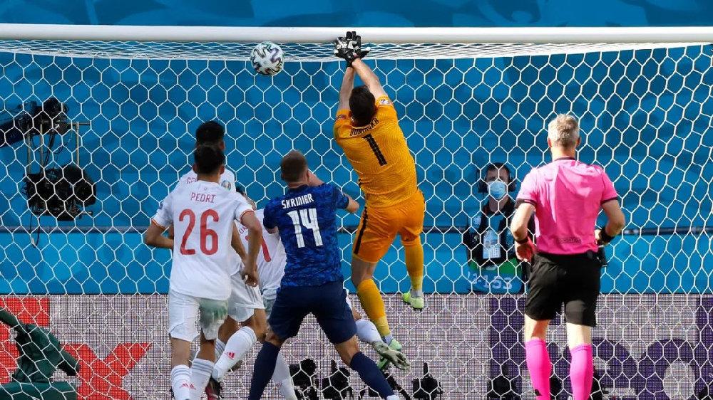 西班牙五球大胜,下不来台的是乌龙门将还是莫拉塔?