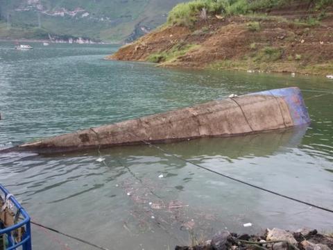 贵州客船事故救援村民:不少落水者是小孩子 船东兼司机或也遇难
