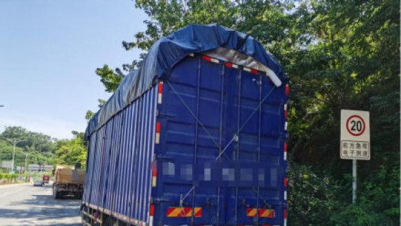 合理载货安全行车,勿因便利而丢性命