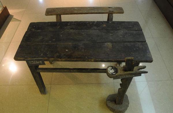 鄂豫皖革命纪念馆丨列宁小学课桌椅