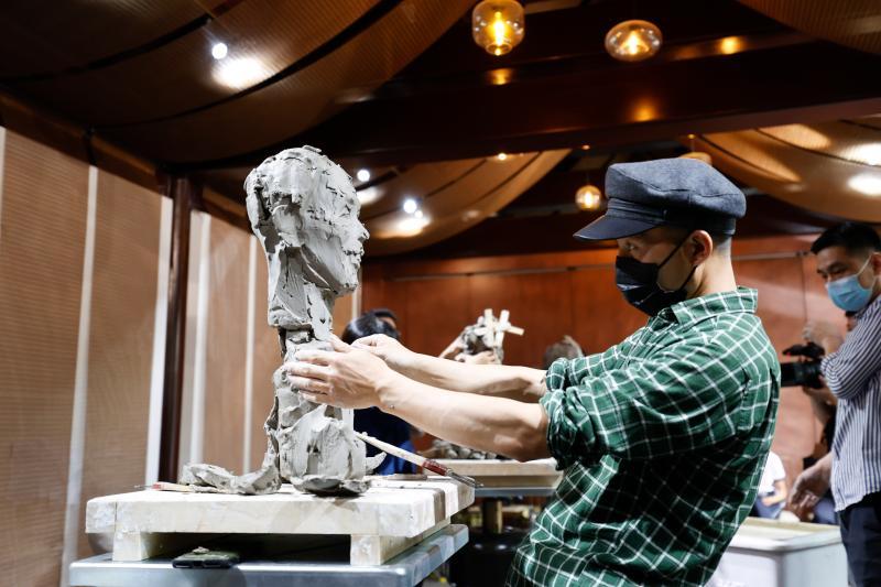弘扬时代新风 用雕塑为新时代人物塑像
