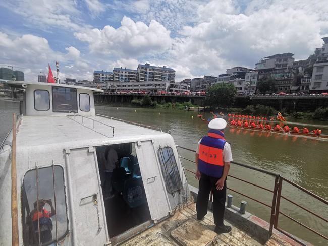 三明清流:龙舟竞技水上忙 海事护航保平安