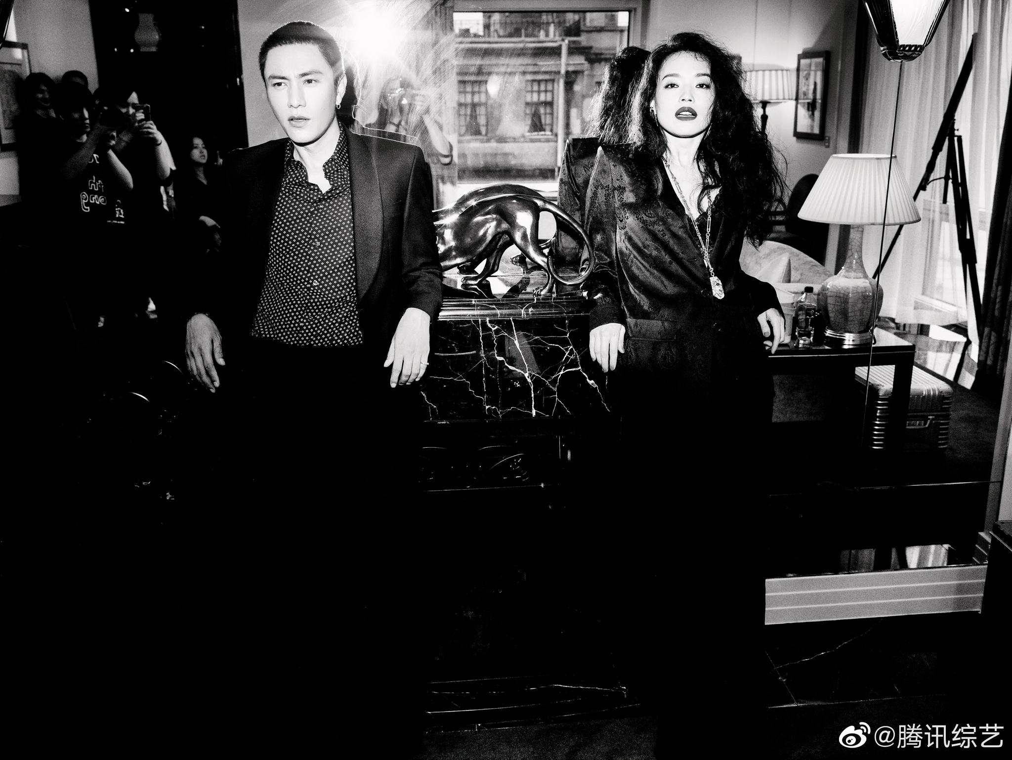 近日@陈坤 和@舒淇 在上海合体拍摄一组港风电影感大片……