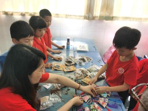 包粽子、缝香囊、画彩蛋......四川省泸师附小学子别样过端午