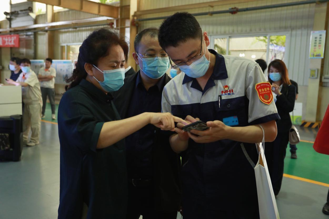 """沈阳:30家大型装备制造企业代表体验安全生产管理""""数字化"""""""