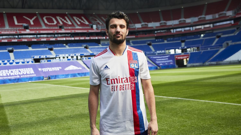 阿迪达斯发布里昂2021/22赛季主客场球衣